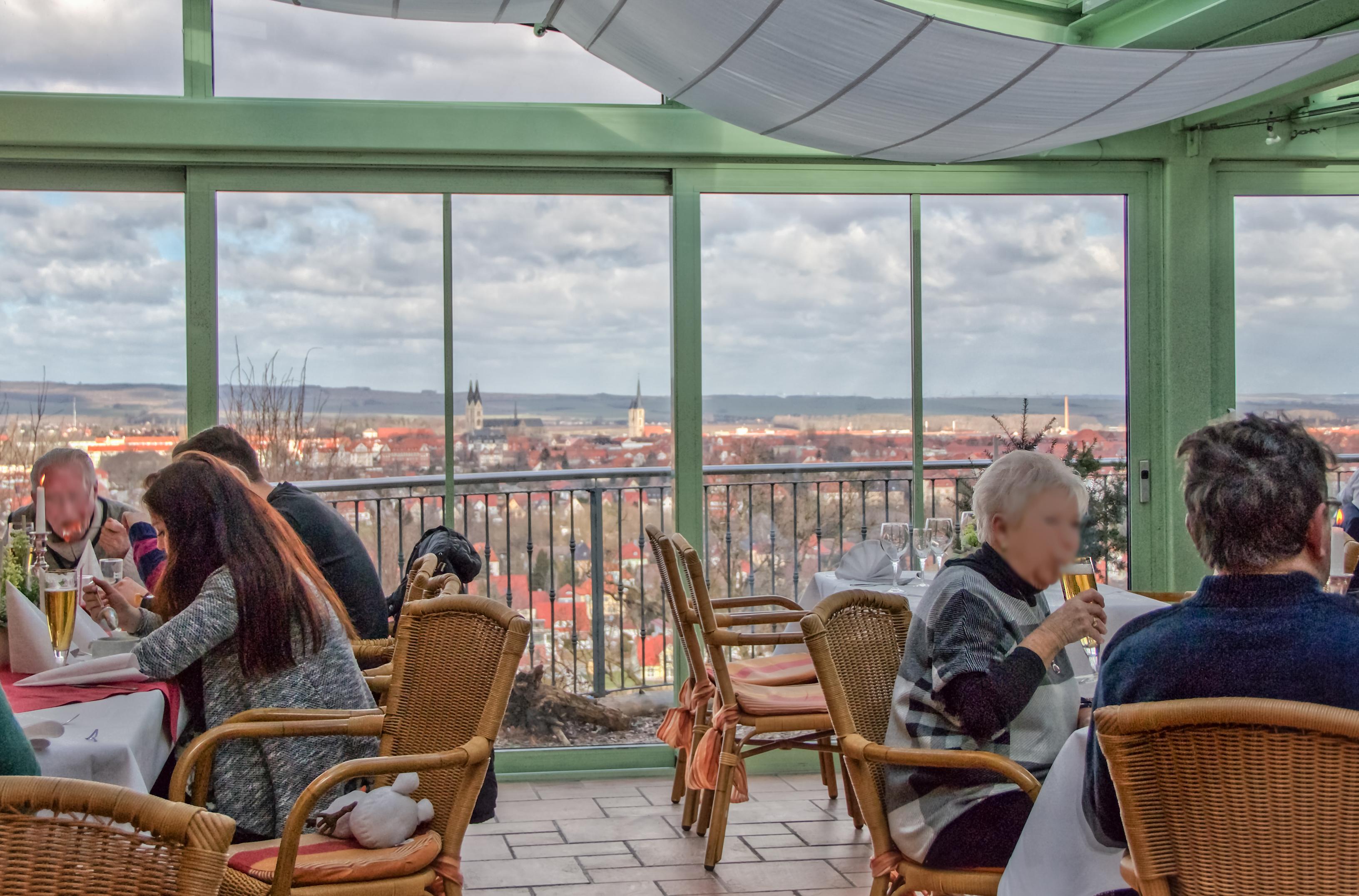 Den Blick aus der Gaststätte Schlösschen werden nicht nur Halberstädter vermissen.