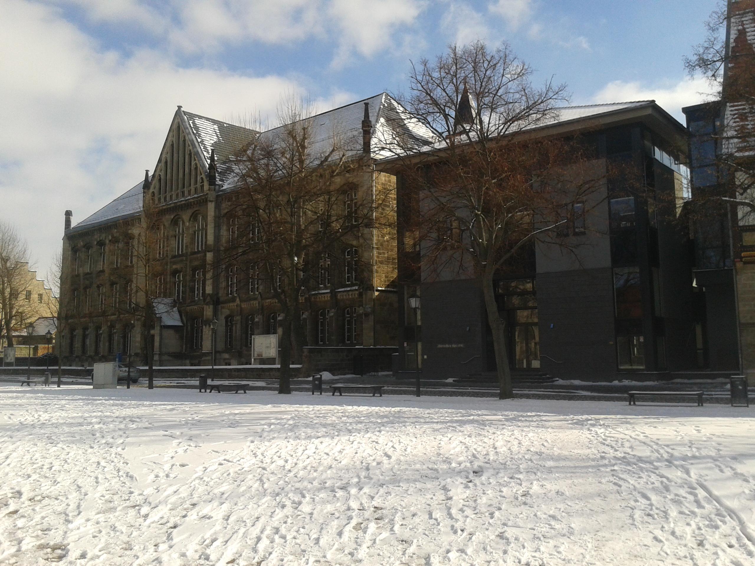Die Hochschule Harz im Winter.