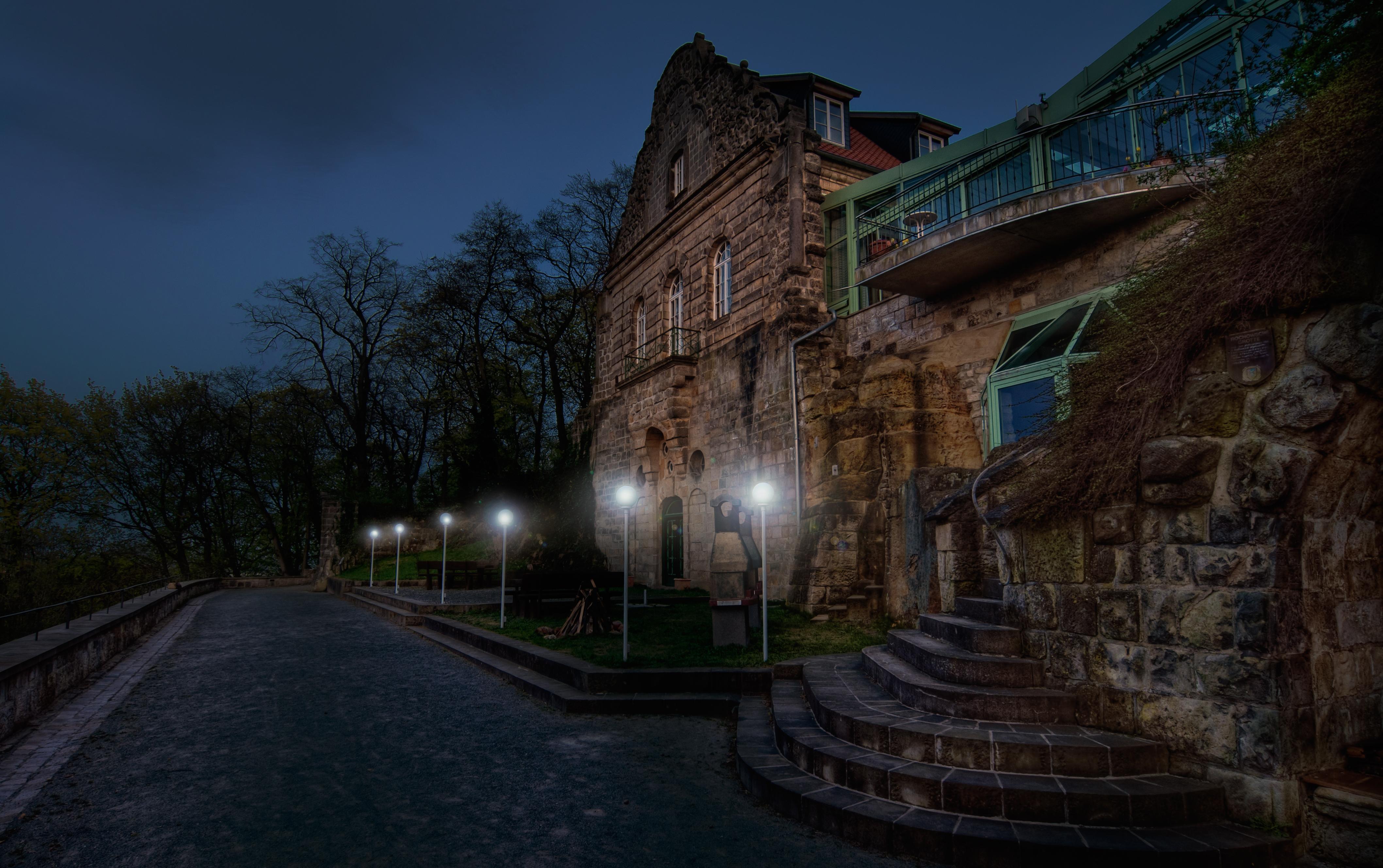 Jagdschloss von Halberstadt im Lampenschein.