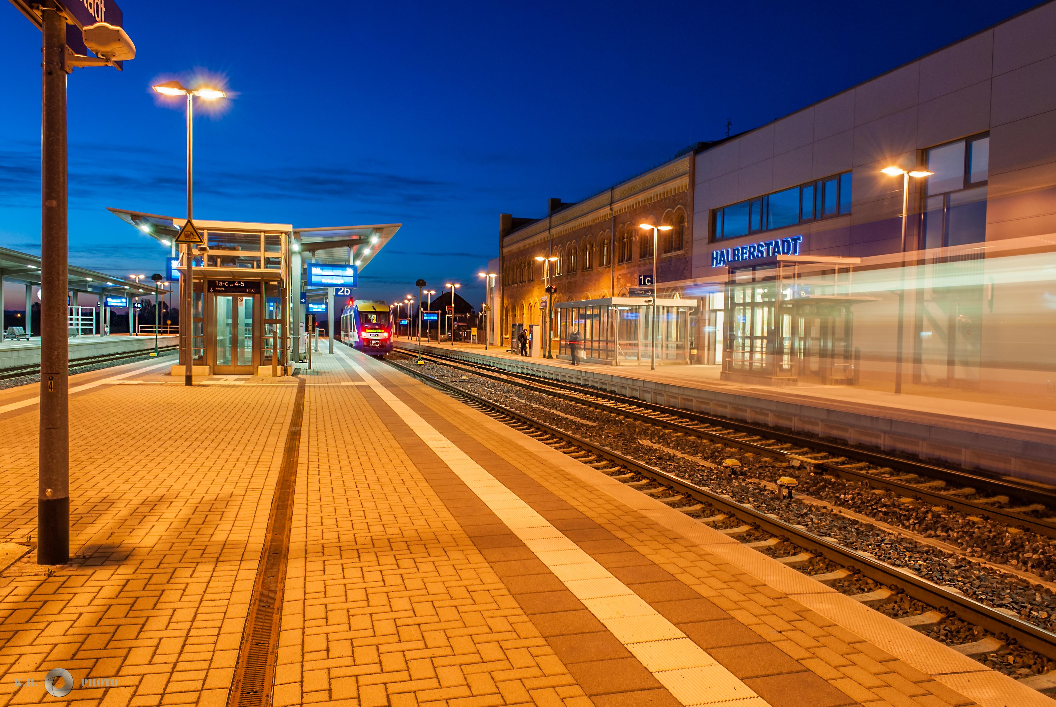 Sonnenaufgang am  Halberstädter Hauptbahnhof