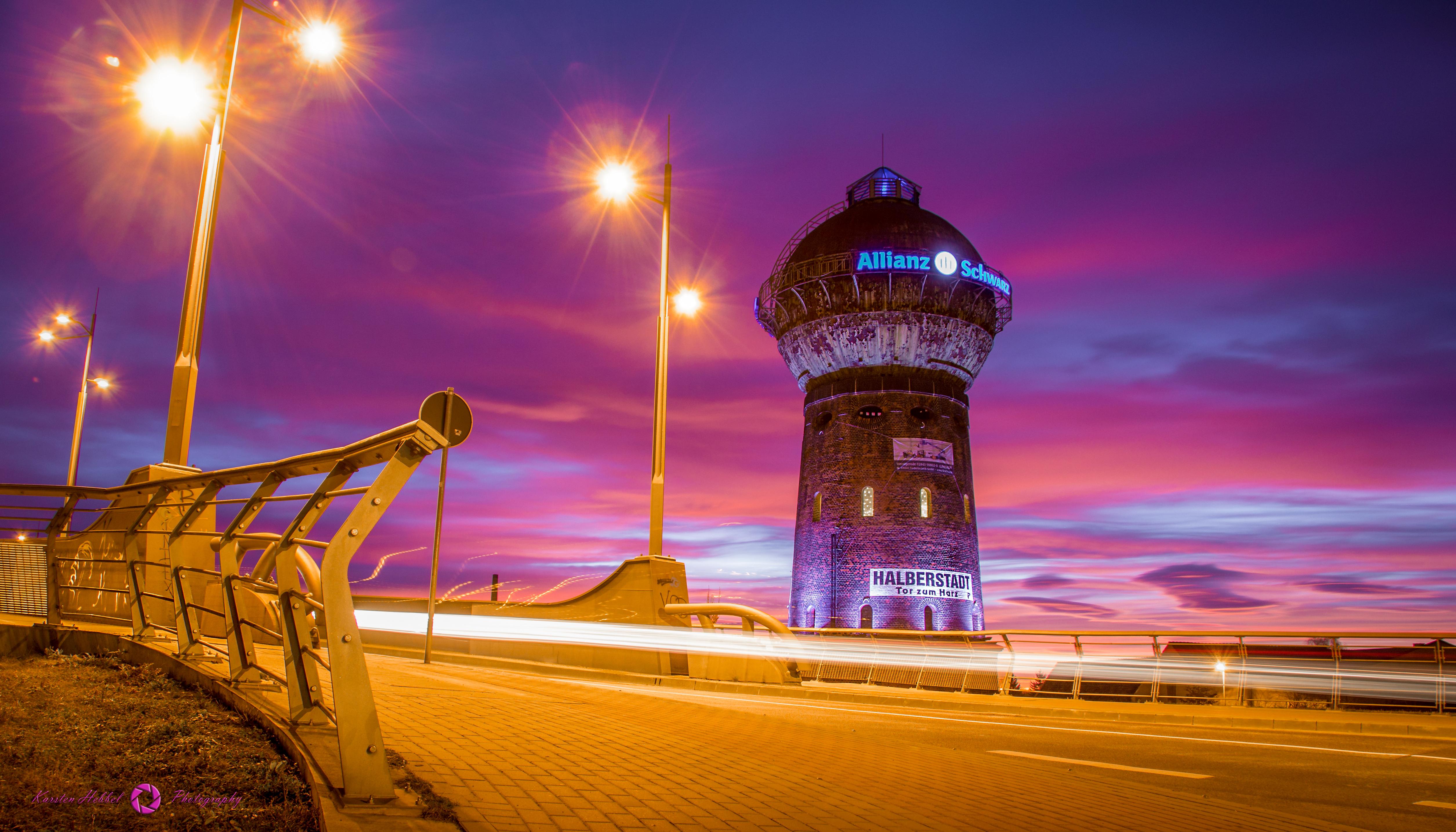 Sonnenuntergang auf der Wehrstedter Brücke mit Blick auf dem Wasserturm